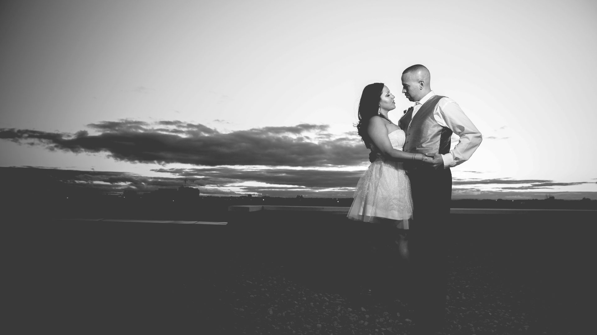 epic_sky_pictures_engagement_shoot_anoop_destination_windblowing_eshoot_romantic_blackandwhite_clouds_vancouver_toronto_canada_dancing_wedding_epicskypictures_site