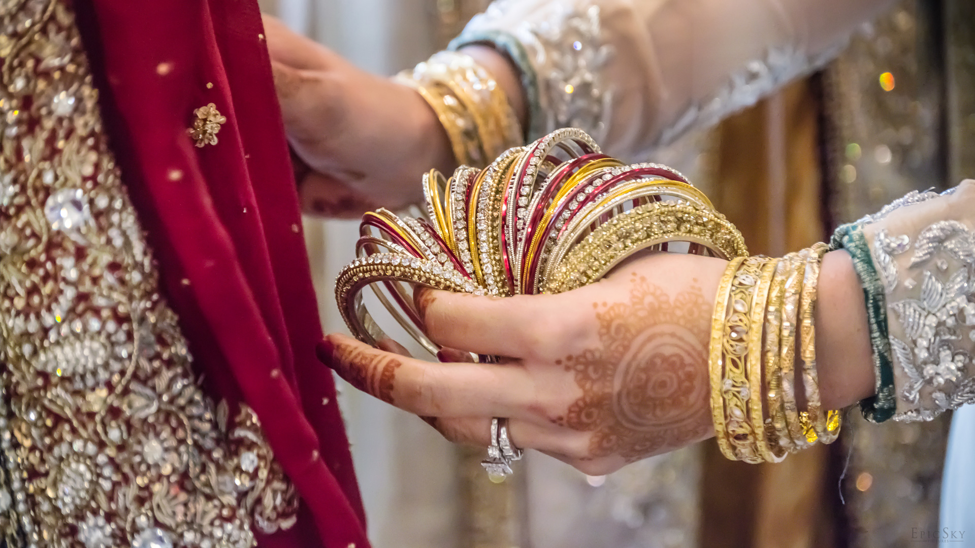 epic_sky_pictures_bridal_bangles_photography_accessories_wedding_weddingday_details_bracelets_shiny_candid_wedding_muslim_bride_shirlywoo