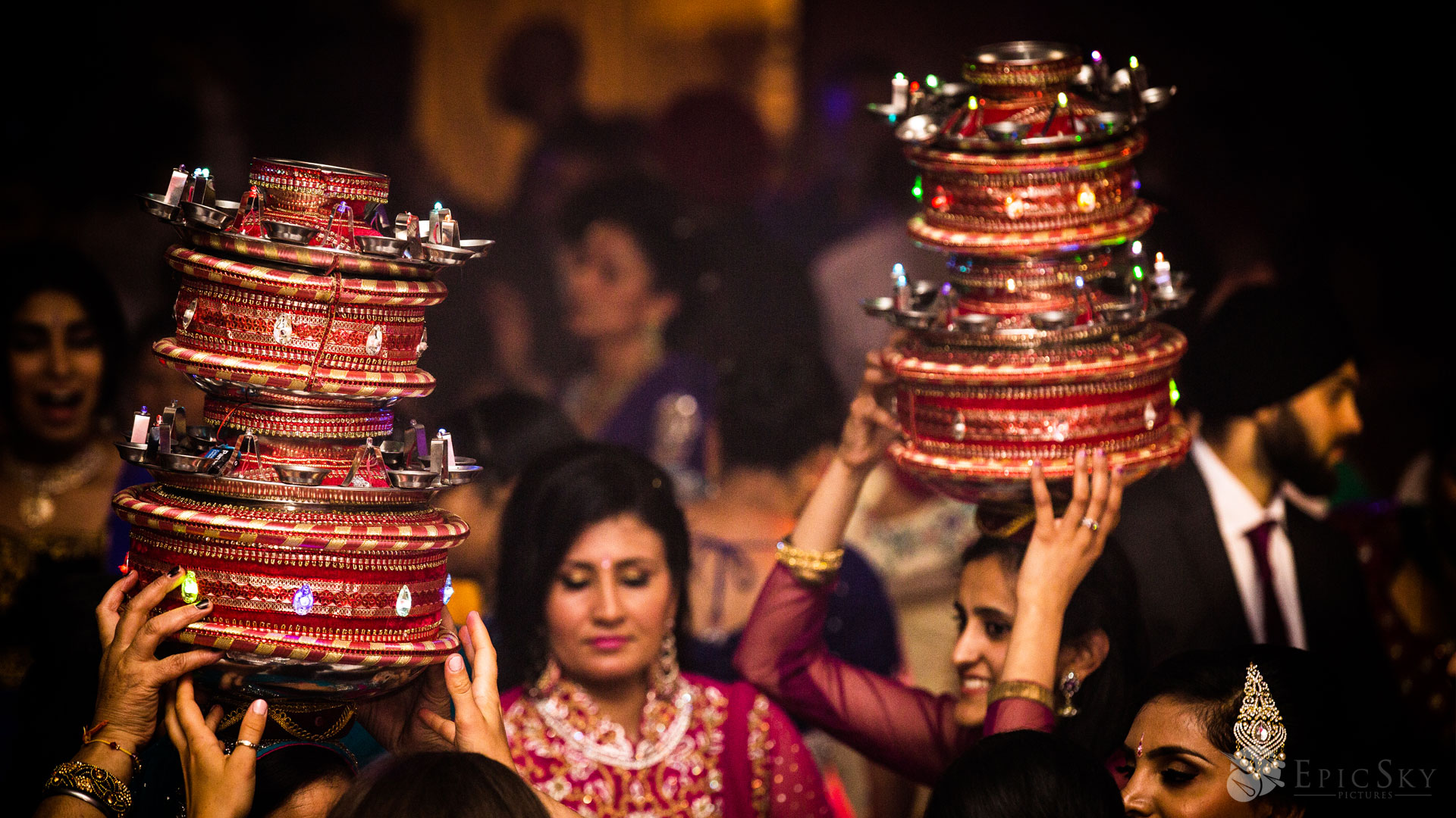 epic_sky_pictures_dance_photography_accessories_wedding_weddingday_details_jago_fire_candid_wedding_sikh_wedding_bhangra