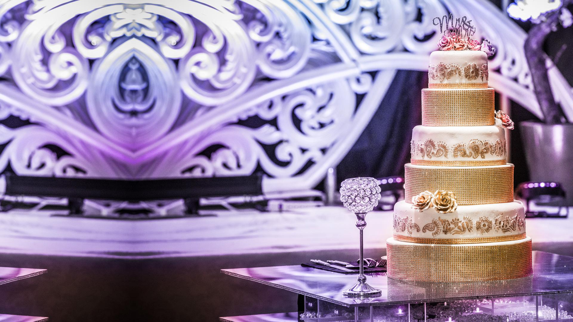 epic_sky_pictures_bridal_bangles_photography_accessories_wedding_weddingday_details_cake_glitter_candid_wedding_5tier_bride_mrandmrs