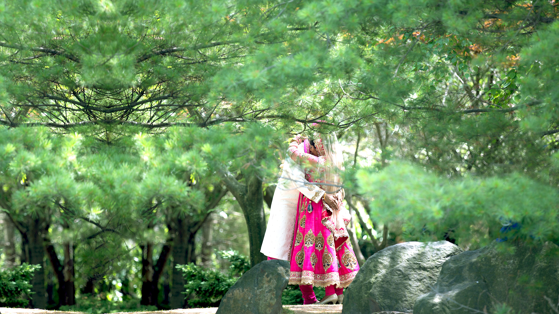 epic_sky_pictures_bridal_photo_photography_bride_candid_wedding_trees_kissing_just_married