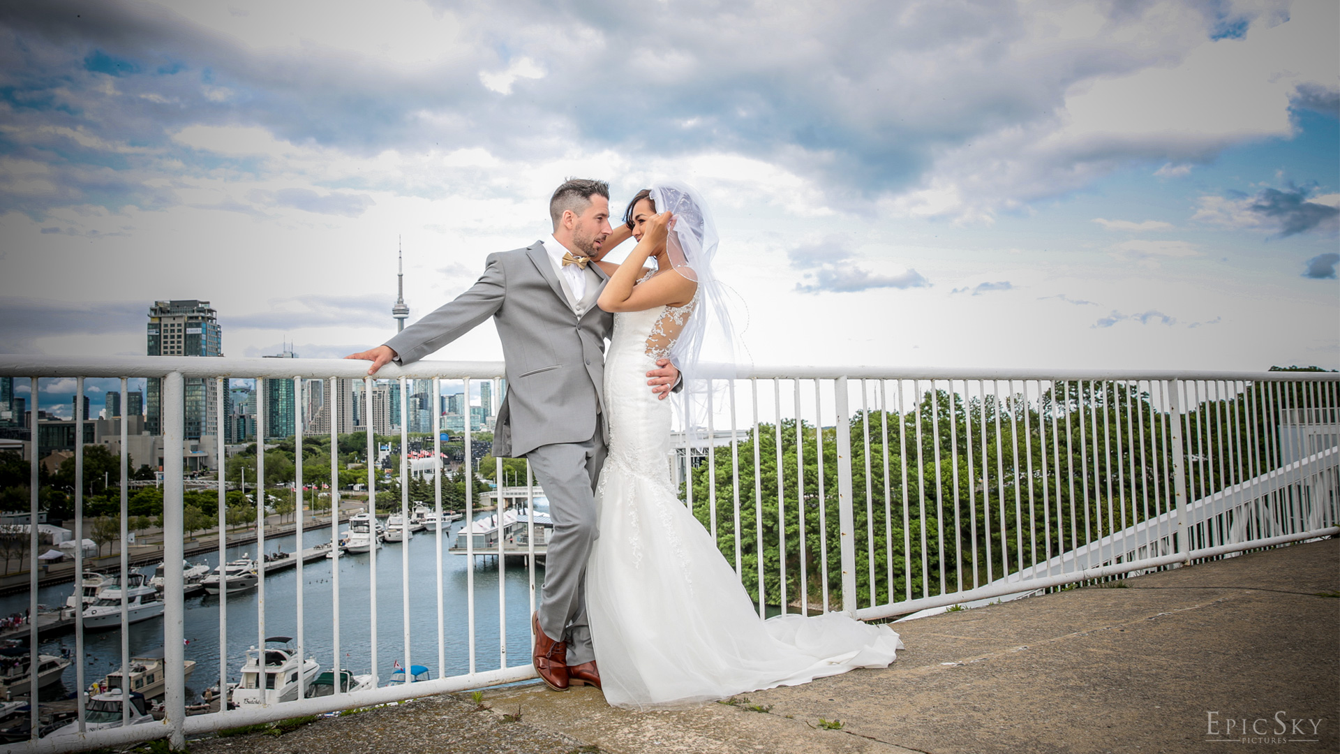 epicskypictures_just_married_photography_wedding_photoshoot_gettingmarried_oakville_toronto_groom_bride_roof_top_thisisepic_toronto_chicago_site