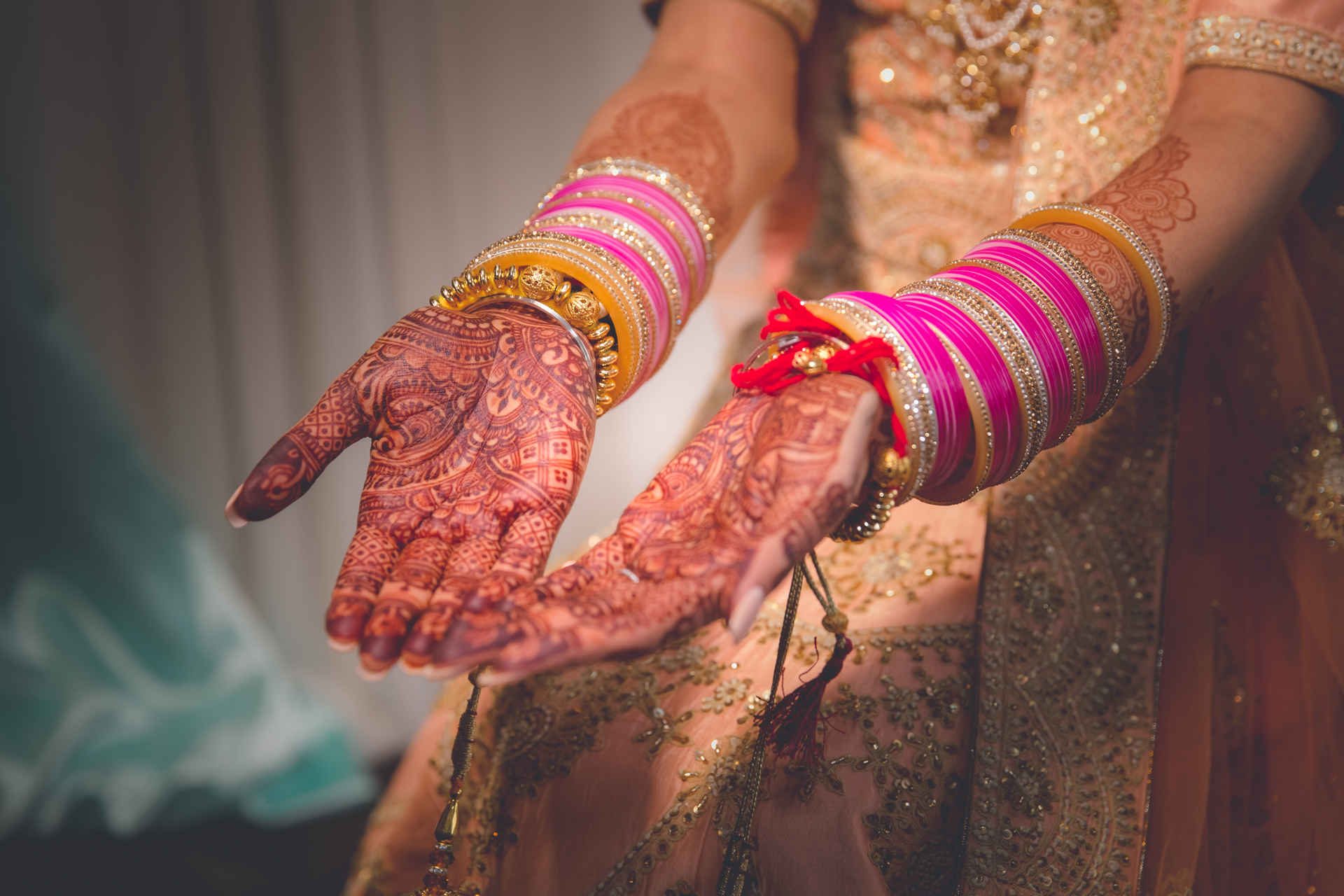 epic_sky_pictures_wedding_photography_henna_photo_services_pictures_company_bangles_mississauga_oakville_hindu_sikh_stoney_creek